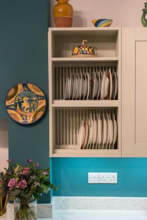 plate rack in new L-shaped shaker kitchen