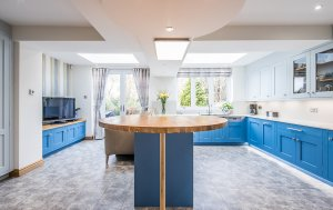 Sheffield Sustainable Kitchens Cool Blue new u-shaped kitchen with oak breakfast bar