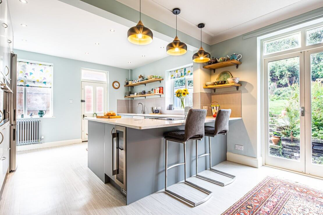 kitchen-diner with blue and grey tones